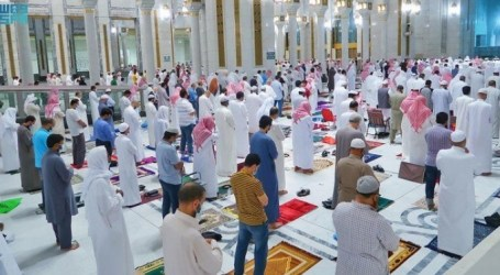 Tarawih Prayer at Grand, Propeth's Mosque Amid Strict COVID-19 Measures