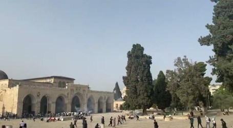 Hundreds Injured as Israeli Police force Palestinians out of Al-Aqsa Mosque