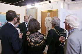 多位市长应邀出席伦敦真善忍国际美展开幕式