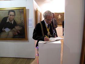 兰贝斯市长克莱夫•贝内特先生在真善忍美展留言簿上记录了自己受到的心灵震撼