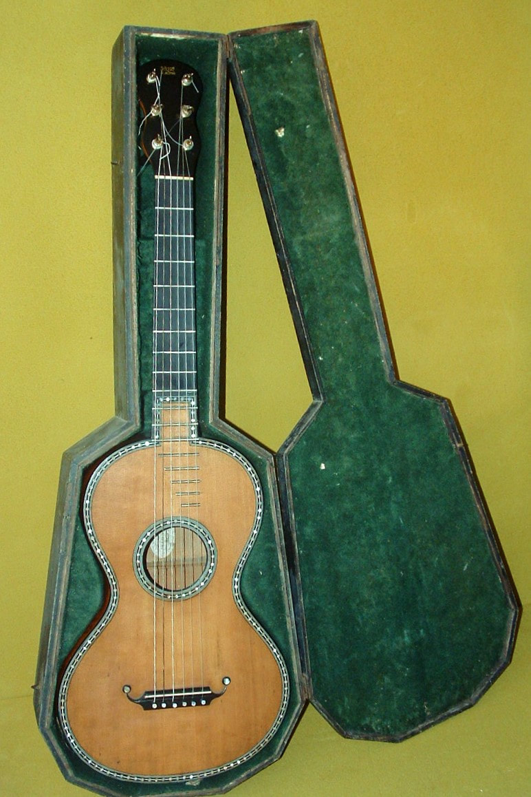 romantique guitar - old musical instruments