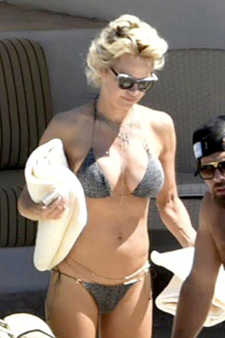 Pamela Andersons Revealing Bikini