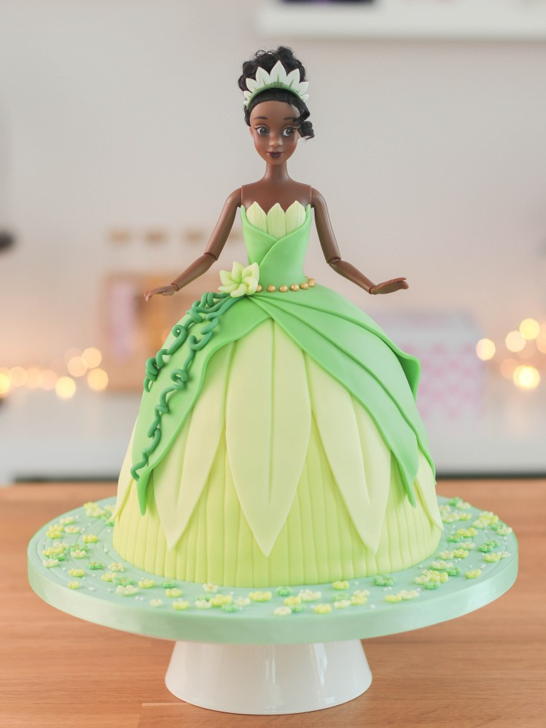 Phenomenal The Princess And The Frog Tiana Doll Cake X 2 En Tandulce Com Funny Birthday Cards Online Aeocydamsfinfo