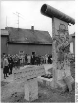 """<h5>Thanks Bundesarchiv</h5><p>© by <a href=""""http://www.bild.bundesarchiv.de"""" target=""""_blank"""">Bundesarchiv</a>. Bild 183-1990-0429-010, Allgemeiner Deutscher Nachrichtendienst</p>"""