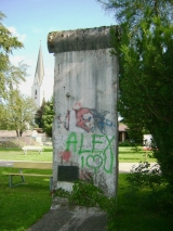"<h5>The Berlin Wall in Oberstdorf</h5><p>Details, Copyright:  <a href=""http://en.the-wall-net.org/?p=156"">Oberstdorf, Bavaria</a> / more <a href=""http://en.the-wall-net.org/category/the-berlin-wall/d/"" >sites in Germany</a></p>"
