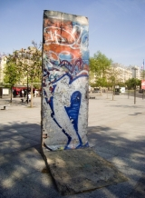 "<h5>The Berlin Wall in Paris, France</h5><p>Details, Copyright: <a href=""http://en.the-wall-net.org/?p=860"" >Paris, F</a> / more <a href=""http://en.the-wall-net.org/category/the-berlin-wall/eur/"" >sites in Europe</a></p>"