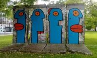 """<h5>Leipziger Platz</h5><p>Leipziger Platz 15 © <a href=""""http://galerie-noir.de"""" target=""""_blank"""" >Thierry Noir</a> <br>photo taken in unknown                                                                                                                                                                                                                                                                                                                                                                                                                                                                                                                                                                                                                                                                                       </p>"""
