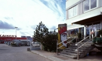 "<h5>Großbeerenstraße</h5><p>Großbeerenstraße <strong>Kaiser's</strong> © <a href=""http://ralfhahne.tumblr.com"" target=""_blank"">Ralf Hahne</a><br>photo taken in 2002                                                   </p>"