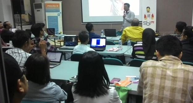 Pelatihan Internet Untuk Guru di Padang