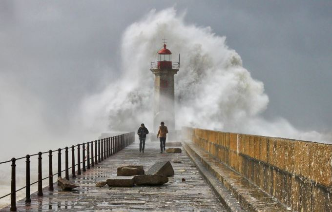 10 Inspiring Photos of Extreme Weather 4