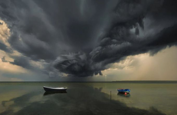 10 Inspiring Photos of Extreme Weather 5