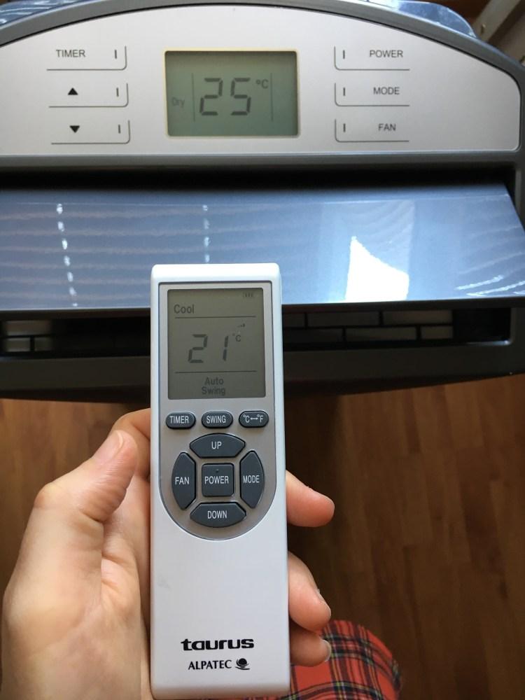 télécommande tactile du climatiseur mobil sur roulette gris alpatec taurus