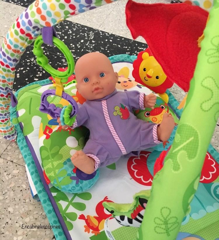 un tapis d'eveil bébé 3 en 1 Fisher price un tapis coloré avec des animaux de la jungle