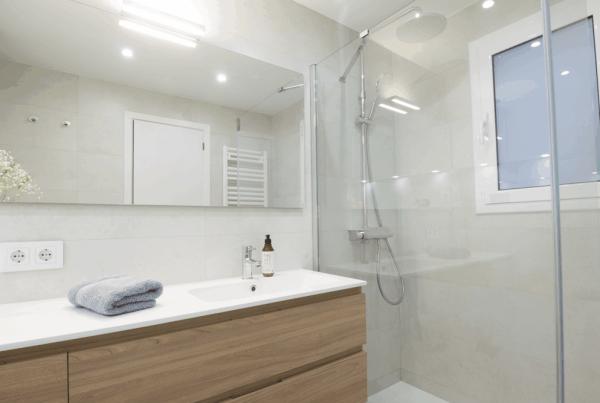 reforma de baños barcelona, encainteriors