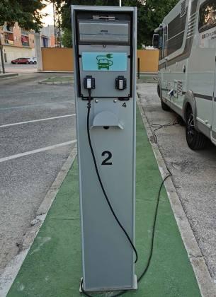area autocaravanas conexión eléctrica
