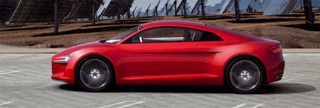 Audi e-tron con vista a placas fotovoltaicas