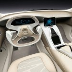 Imagen del volante y los mandos de control del Mercedes F 800 Style