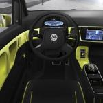 Imagen del interior, volante y mandos del Volkswagen E-Up! prototipo eléctrico