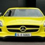 imagen del frontal del Mercedes SLS AMG e-Cell en amarillo