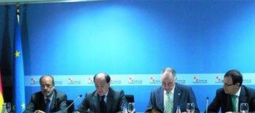 imagen del momento de firma del convenio entre las instituciones de Castilla y León e Iberdrola