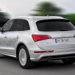 imágen trasera del Audi Q5 Hybrid quattro, recorriendo una carretera