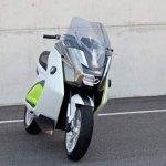 imagen frontal de la BMW E Scooter, en versión prototipo.