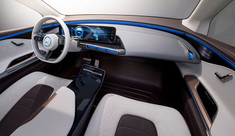 Imagen interio donde podemos ver el habitáculo moderno y espacioso del prototipo eléctrico de Mercedes-Benz EQ.