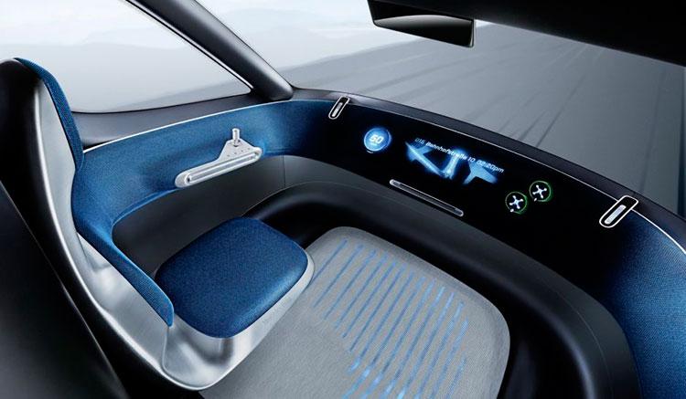 Imagen donde vemos el diseño del interior de la cabina del prototipo de furgoneta eléctrica autónoma de Mercedes, la Vision Van Concept.