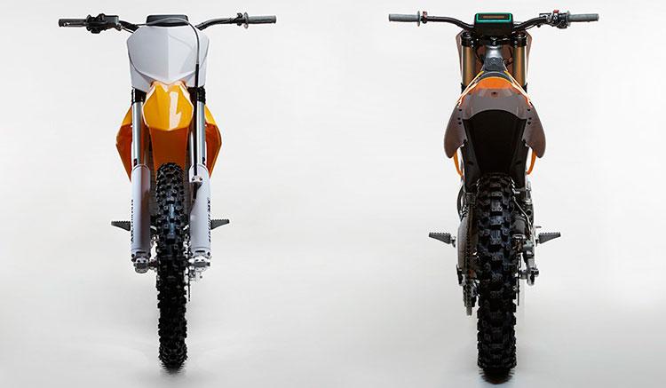 Imagen donde podemos apreciar la anchura de la moto eléctrica de cross Alta RedShift MX.