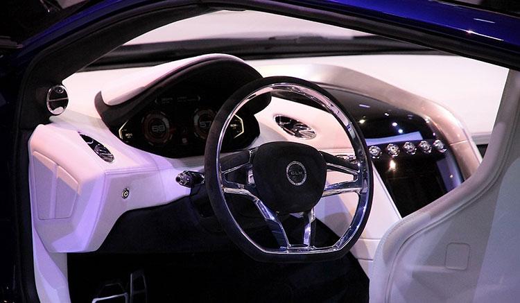 Imagen donde podemos apreciar la zona de mandos del GLM G4, que ha sido presentado en el Salón de París.