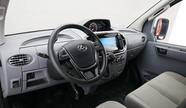 Imagen donde podemos apreciar los detalles del interior de la furgoneta eléctrica Maxus EV80.