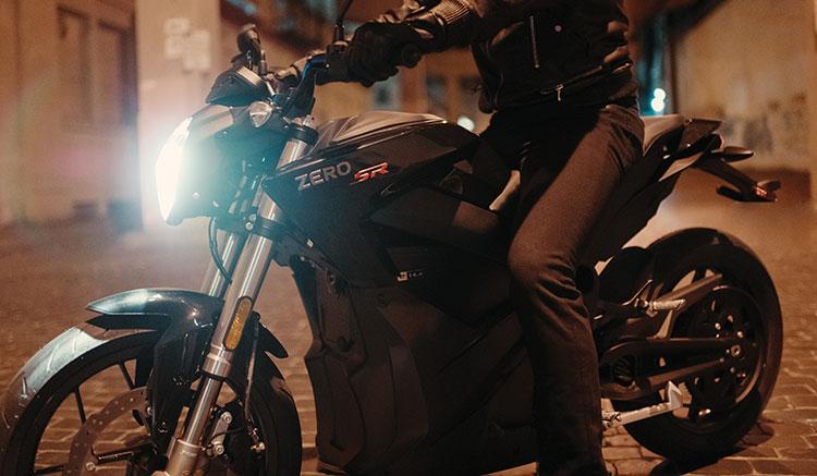 Imagen donde podemos apreciar en detalle el chasis y la zona del motor de la moto eléctrica Zero SR.