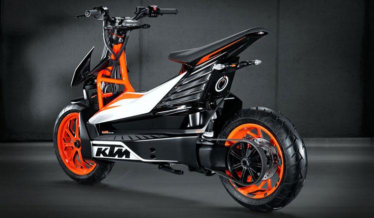 Imagen donde podemos ver el prototipo de scooter eléctrico que presentó KTM en el año 2017.