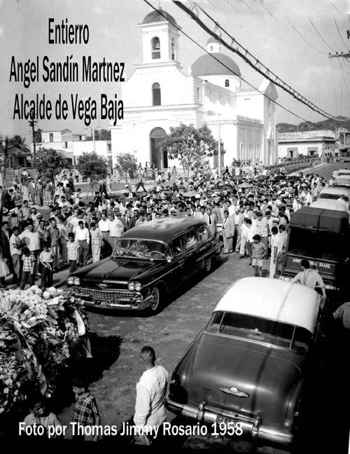ASM60 Angel Sandín Martínez Entierro por calle Betances Vega Baja 1958