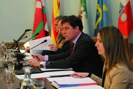 A comezos deste mes, o presidente da Deputación de Lugo, José Ramón Gómez Besteiro, anunciou no Pleno provincial a iniciativa que levará ó Parlamento de Galicia sobre a aplicación das cláusulas sociais nos contratos de servizos. GPDL.