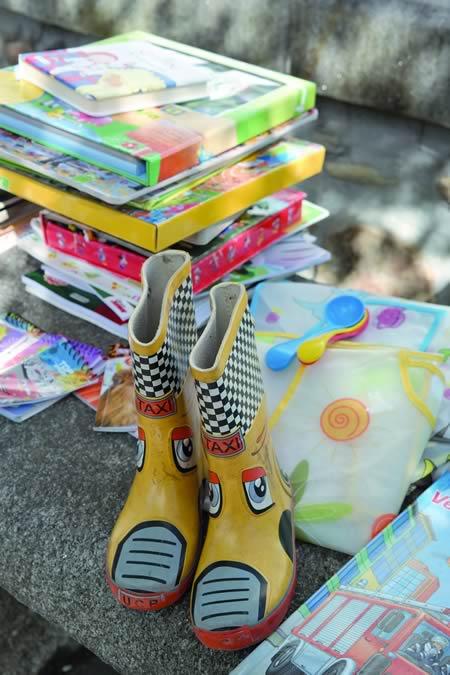 Obxecto perfectamente reutilizables e a bo prezo poideron atoparse no mercadillo de segunda man celebrado na Praza Maior de Quiroga. EC.