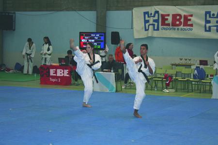 A parella formada por Meritxell Varela e Rodrigo Huanay foron bronce no Campionato Absoluto disputado en Moaña. (Foto cedida).