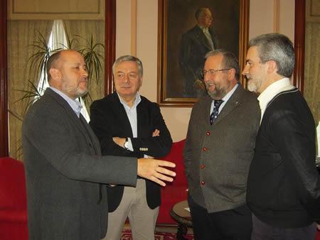 Na reunión celebrada en Lugo o 20 de marzo participaron o alcalde da capital provincial, José López Orozco; o alcalde de Monforte, Severino Rodríguez; o senador socialista Ricardo Varela; e o deputado en Cortes José Blanco. (Foto cedida: GPCL).