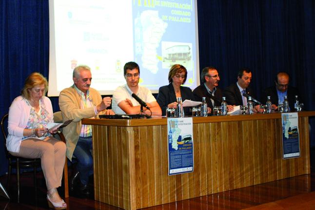 O alcalde de Chantada, Manuel Varela, xunto co delegado de Cultura da Deputación e a delegada territorial da Xunta en Lugo, presentaron o VIII Certame de Investigación Condado de Pallares. (Foto cedida).