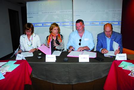 A sinatura do convenio tivo lugar no Centro do Viño de Monforte, coa participación de Raquel Arias, Nava Castro, Juan Carlos Armesto e Rogelio Martínez. GPTG