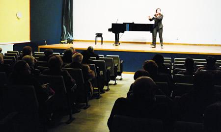 Andrea Amat abriu o Concerto Extraordinario celebrado en Monforte cun solo de frauta.  EC.