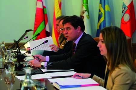 Imaxe de arquivo do presidente da Deputación de Lugo, José Ramón Gómez Besteiro, e a vicepresidenta primeira, Lara Méndez, en rolda de prensa. Arquivo EC.