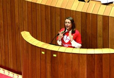 A deputada autonómica do Grupo Socialista, Concepción Burgo, durante a súa intervención no Parlamento galego. (Foto cedida).