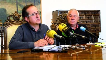 O vicepresidente da Deputación explica en rolda de prensa as características do novo programa, acompañado do voceiro provincial socialista. GPVDL.