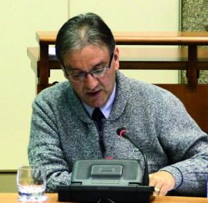 O deputado autonómico e portavoz de Educación do grupo socialista, Vicente Docasar, nunha imaxe de arquivo dunha intervención na Comisión parlamentaria de Educación.  Arquivo EC.