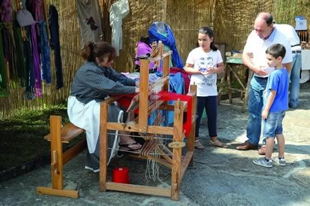 A Feira Tradicional Outrora de Rubián-Bóveda conta con postos artesanais e demostracións participativas. Arquivo EC.
