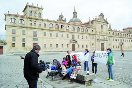 Un momento da gravación que a TVG realizou en Monforte para presentar á candidata polo sur de Lugo, Lorena Guerra, no concurso Recantos do programa Luar. EC