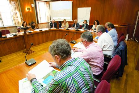 A reunión dos alcaldes da Mancomunidade do Camiño Francés coa directora de Turismo de Galicia celebrouse en Santiago o último día de setembro. (Foto: Ana Varela).