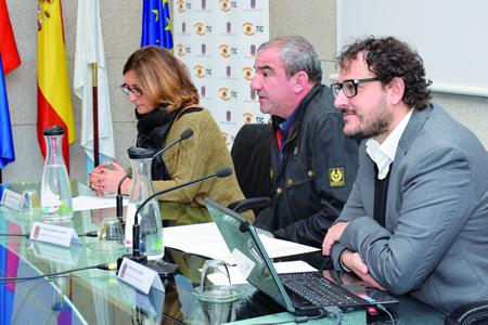 A xerente da Escola de Imaxe e Son, Margarita Soilán; o presidente da Deputación de Lugo, Darío Campos; e o cineasta monfortino Dani de la Torre, na inauguración do curso, o pasado 29 de outubro.  GPDL.