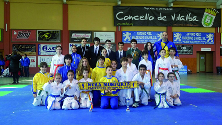 Foto de familia dos deportistas do Neka que participaron no Torneo Cidade de Vilalba o 21 de novembro, no que acadaron un total de 18 medallas. (Foto cedida).